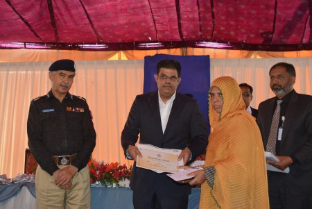 Bahria Town Allots Plots to Families of 20 Martyred Policemen (6)