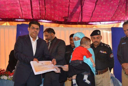 Bahria Town Allots Plots to Families of 20 Martyred Policemen (8)