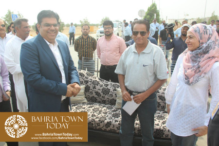Mrs Naila Ovais takes Possession of her Plot in 'Precinct 01' of Bahria Town Karachi (4)