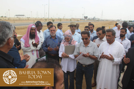 Mrs Naila Ovais takes Possession of her Plot in 'Precinct 01' of Bahria Town Karachi (7)
