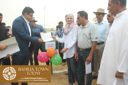 Mrs Naila Ovais takes Possession of her Plot in 'Precinct 01' of Bahria Town Karachi (8)