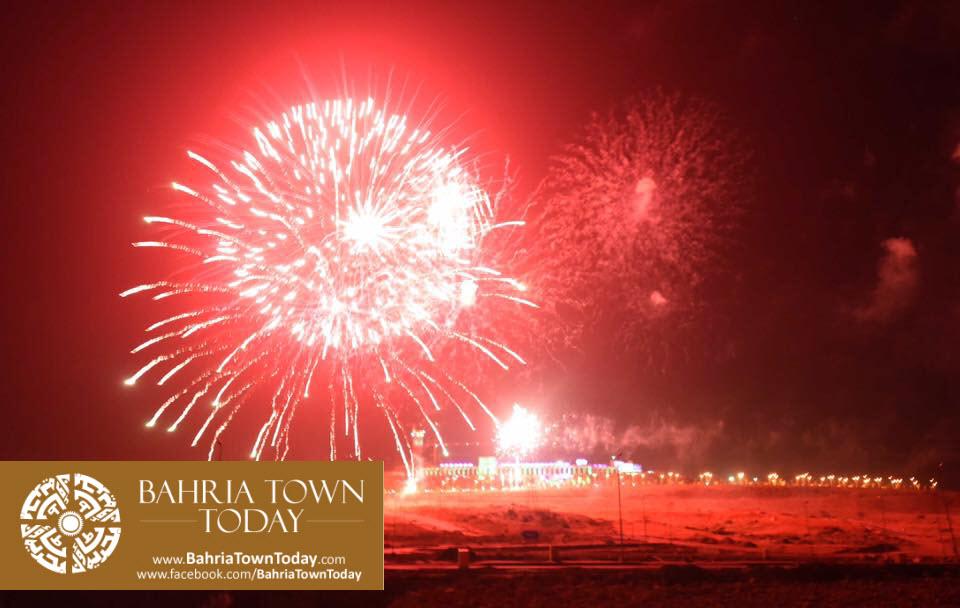 grand-fireworks-in-bahria-town-karachi-9th-september-2016-14