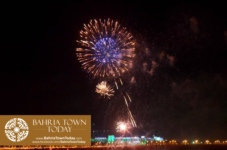 grand-fireworks-in-bahria-town-karachi-9th-september-2016-19