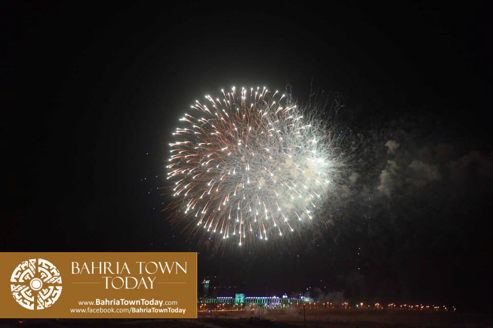 grand-fireworks-in-bahria-town-karachi-9th-september-2016-2