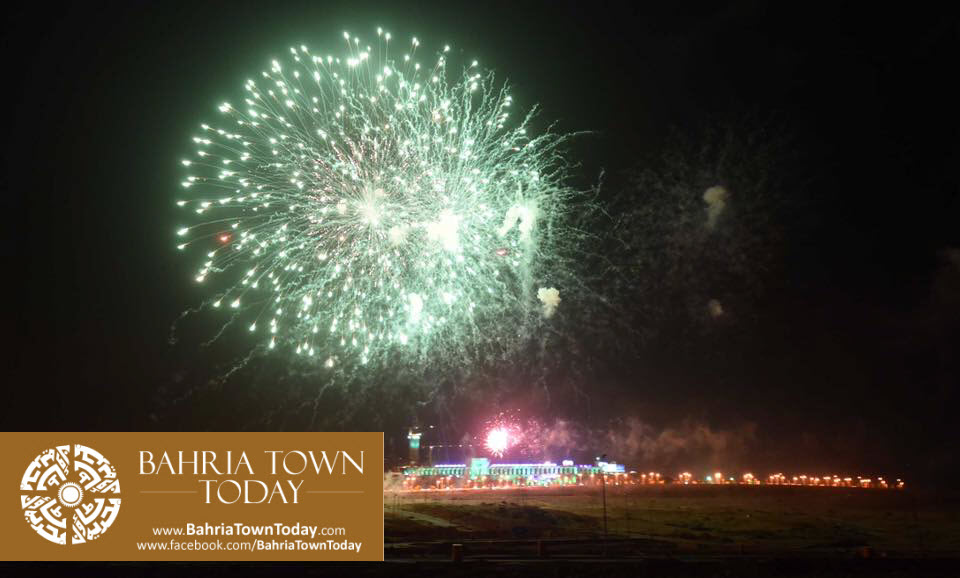 grand-fireworks-in-bahria-town-karachi-9th-september-2016-21
