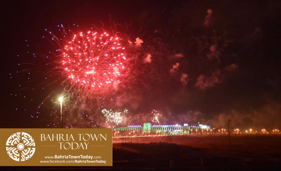grand-fireworks-in-bahria-town-karachi-9th-september-2016-4