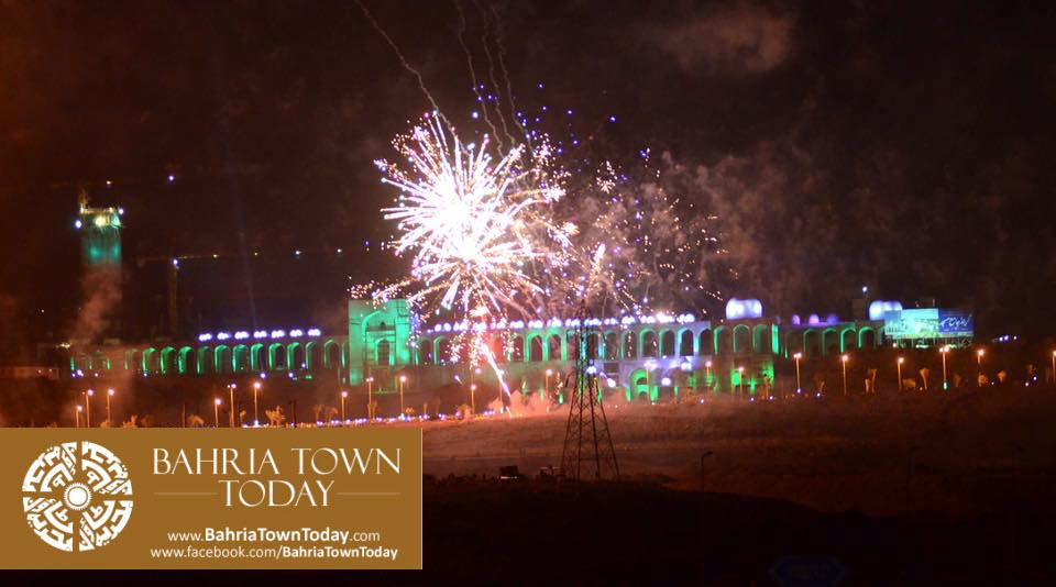 grand-fireworks-in-bahria-town-karachi-9th-september-2016-5
